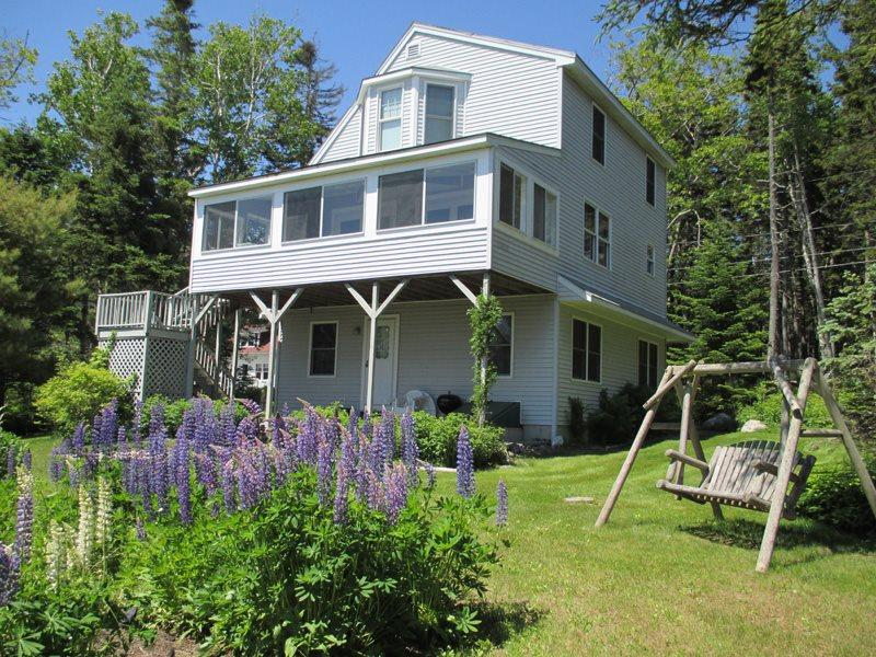 Clearview lives up to its name with its big, beautiful windows to soak up the oceanviews - CLEARVIEW | EAST BOOTHBAY, MAINE | OCEAN VIEWS | FAMILY VACATION | OCEAN POINT COLONY TRUST - Boothbay - rentals