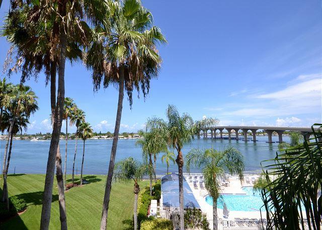 Bahia VIsta 9-424  4th floor corner Bay Front Condo - Don CeSar View! - Image 1 - Saint Petersburg - rentals