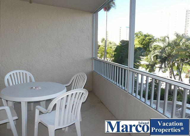 Condo with short walk to dazzling beaches and world-class shopping - Image 1 - Marco Island - rentals