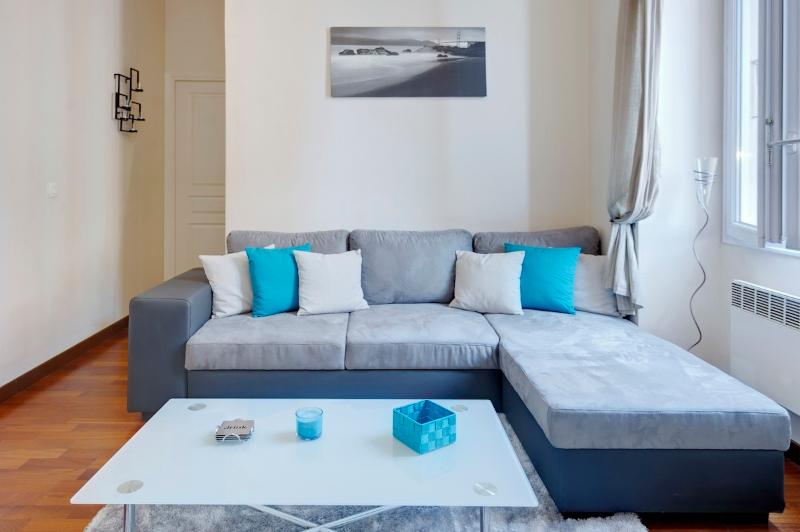 Comfortable sofa- can sleep 2 extra guests - Jade- stylish 1bed Port area. SUPER DEALS TODAY - Nice - rentals