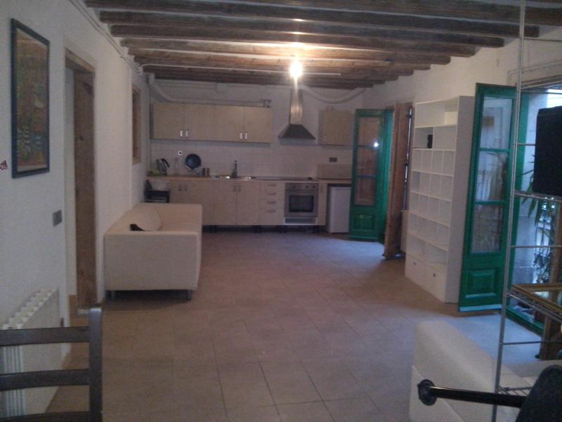 Spacious flat right in the centre - Image 1 - Barcelona - rentals