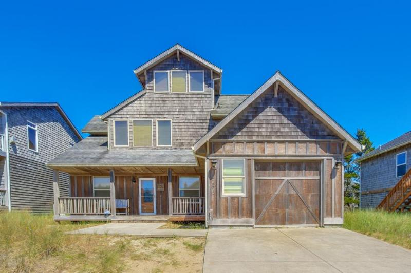 Private hot tub, ocean views, one block to beach! - Image 1 - Pacific City - rentals