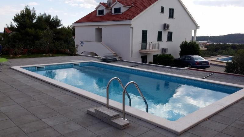Gorgeous apartment for rent, Milna, Brac, apt. 1 - Image 1 - Cove Makarac (Milna) - rentals