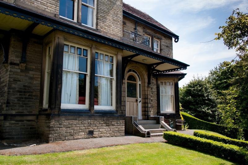 Ravensprings is ideal for large group get togethers and holidays. - Ravensprings a Stunning,Victorian Mansion House - Brighouse - rentals