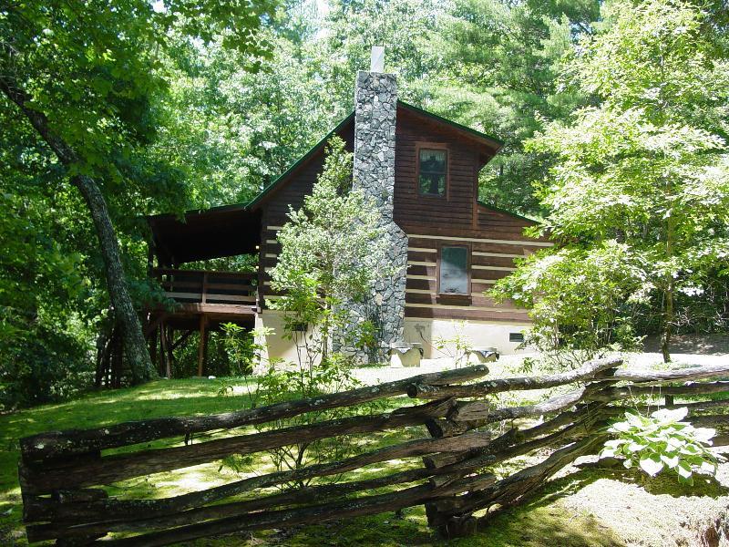 Mountain Laurel - Summer Photo / Split Rail Fencing - Log Cabin Near Boone/Hot Tub/Creek/WiFi/Hike/Fish - Boone - rentals