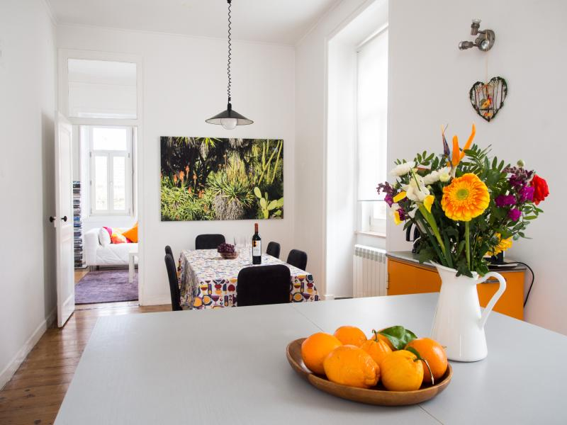 Kitchen with island and dining area - Exclusive apartment in historical Sintra villa - Sintra - rentals
