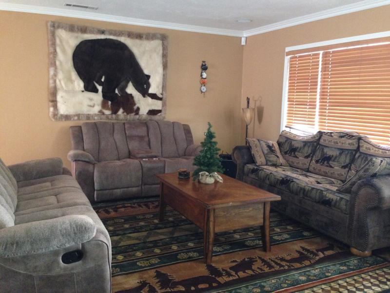 Living Room - Lazy Bear Lodge - Big Bear City - rentals