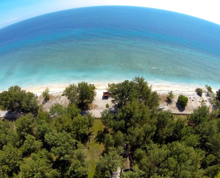Beachfront, luxurious & private Deluxe Bungalow - Image 1 - Gili Trawangan - rentals