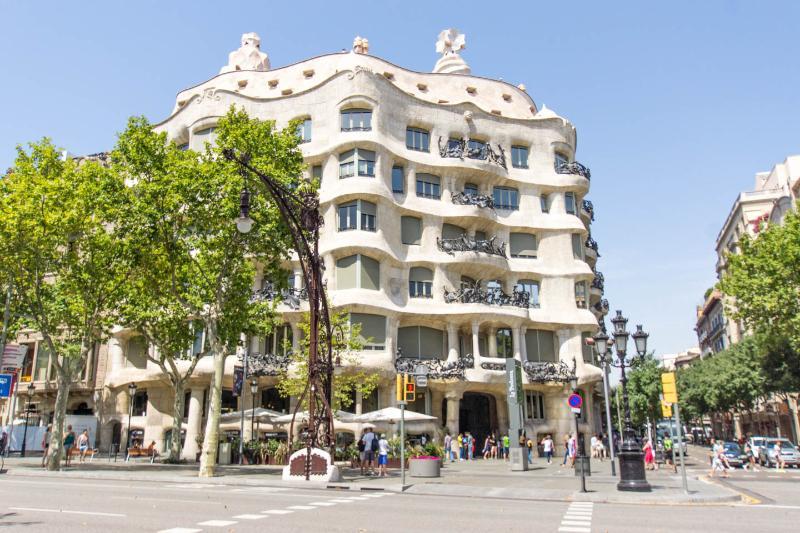 COMFORTABLE APARTMENT RIGHT BY PASEO DE GRACIA - Image 1 - Barcelona - rentals