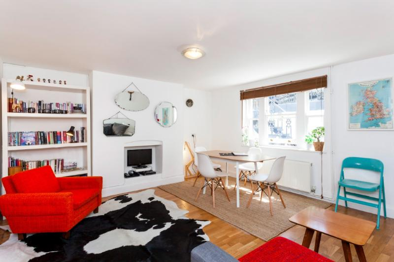 Close to Transport Links and Kings Cross Station, a large supermarket within moments from the door - Designer Central London Home w/WIFI - London - rentals