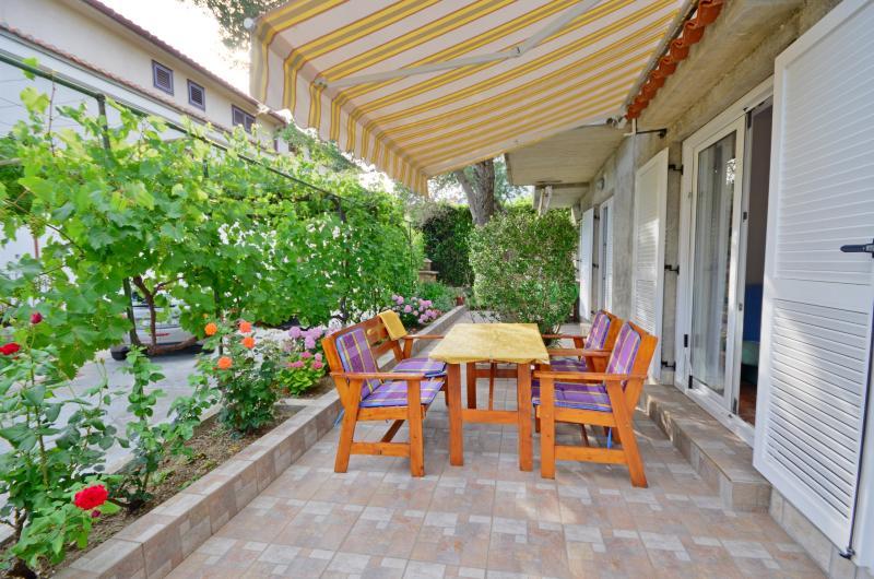 Apartments Blaženka - 65761-A1 - Image 1 - Banjol - rentals