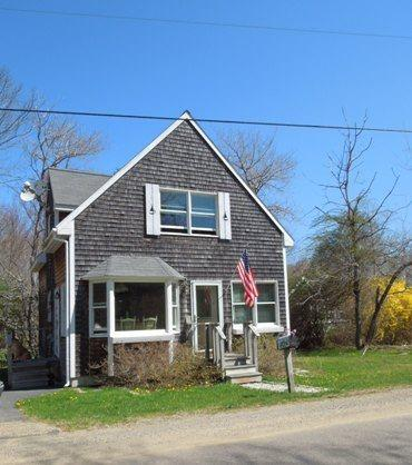 COZY COTTAGE | PET FRIENDLY | FIVE ISLANDS | GEORGETOWN, MAINE | JETTED TUB | THREE BEDROOM | GAS FIREPLACE | CLOSE TO BEACHES, SHOPPING & RESTAURANTS - Image 1 - Boothbay - rentals