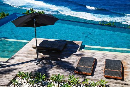 Beachfront Villa Jamadara ideal for families with private infinity pool & resort access - Image 1 - Uluwatu - rentals
