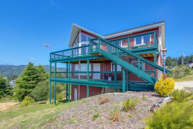 Ocean view, modern studio for two! - Image 1 - Pacific City - rentals