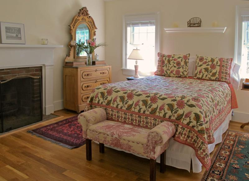 Light-filled room, Queen-sized bed, Fireplace                   Photo: Melanie Marshall-Roth - The Cottage at Sunnybank - Charlottesville - rentals