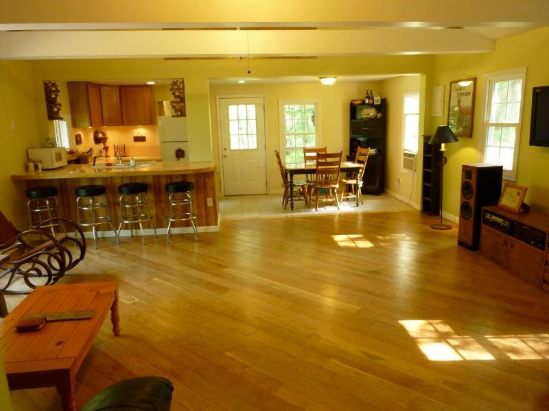 Great Room - Private 4 Bedroom Retreat on 10 Acres--Hot Tub!! - Dingmans Ferry - rentals