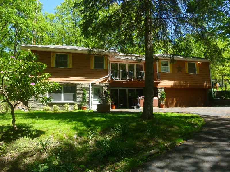 Front of House - Huge Forest Retreat--Game Room--Fire Pit--Hot Tub! - Dingmans Ferry - rentals