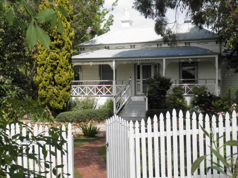 Fairbank House welcomes you - Fairbank House in Maldon - an Australian icon - Maldon - rentals