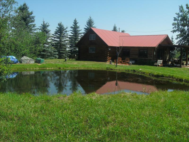 Welcome to Canyon Creek Cottage Cabin Rentals and all the fun of 3 private acres! - COZY Log Cabin-pond-stunning views-privacy, peace - Red Lodge - rentals