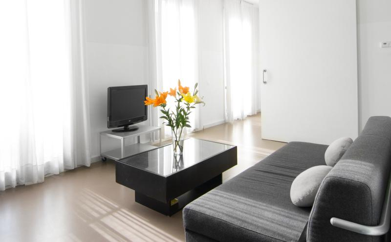 Living room - Sant Antoni apartment 3 bedrooms -city center - Barcelona - rentals