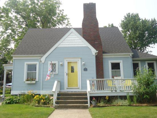 Front of Home - Blue Moon Cottage - South Haven - rentals