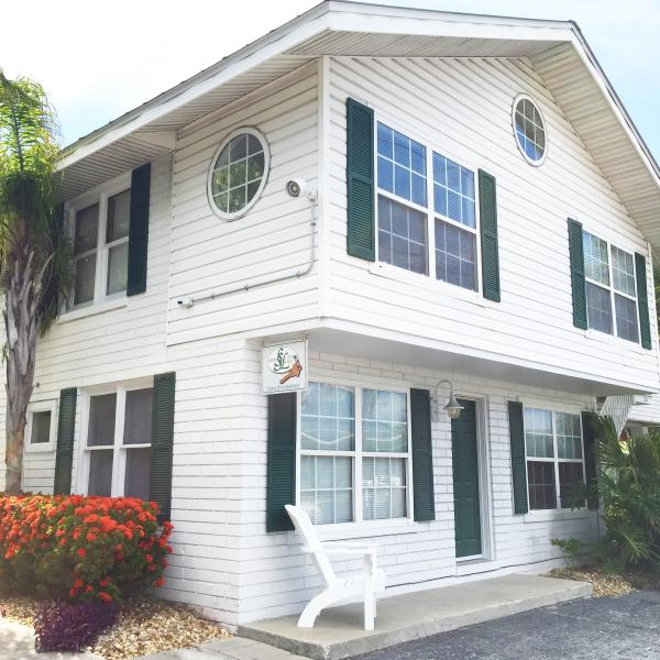 The Family Lodge: Our 2 level sailors lodge sleeps up to 8. King bed, Queen bed, 2 Twin Trundle beds - The Family Lodge - Indian Rocks Beach - rentals