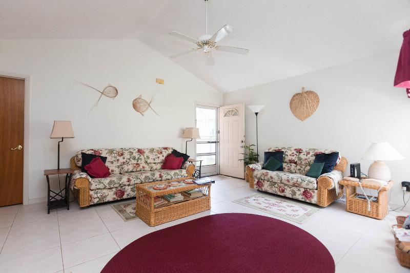 Living Room - The Porter House in Kissimmee, only 9 miles to Disney - Kissimmee - rentals