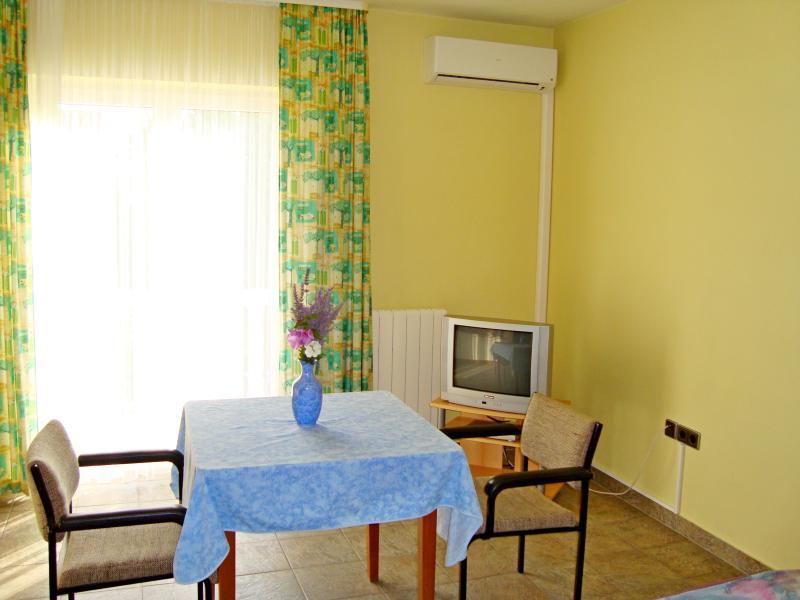 Apartments and Rooms Slavica - 20751-A2 - Image 1 - Zadar - rentals