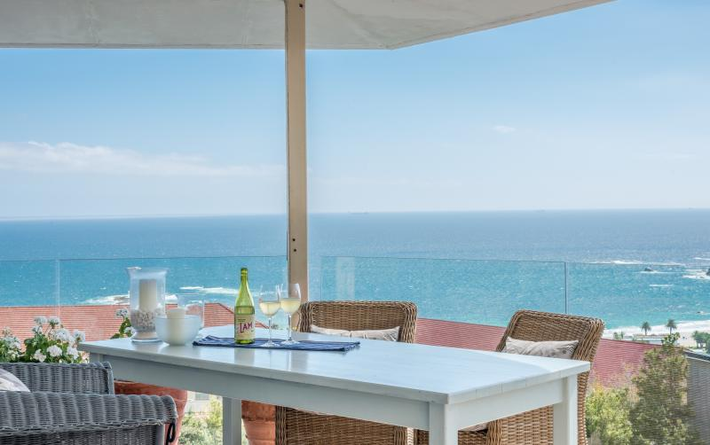 Al fresco dining on the balcony with Atlantic Ocean below - Stunning ocean and mountain views in Cape Town - Cape Town - rentals
