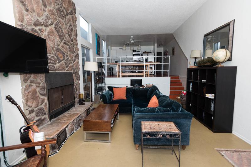 Living Room - 2 bed Sleeps 12  on Venice Boardwalk Ocean Views - Los Angeles - rentals
