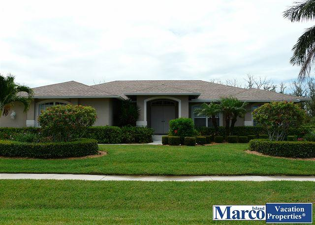 Secluded retreat with heated pool, hot tub and walk to Shops of Marco - Image 1 - Marco Island - rentals