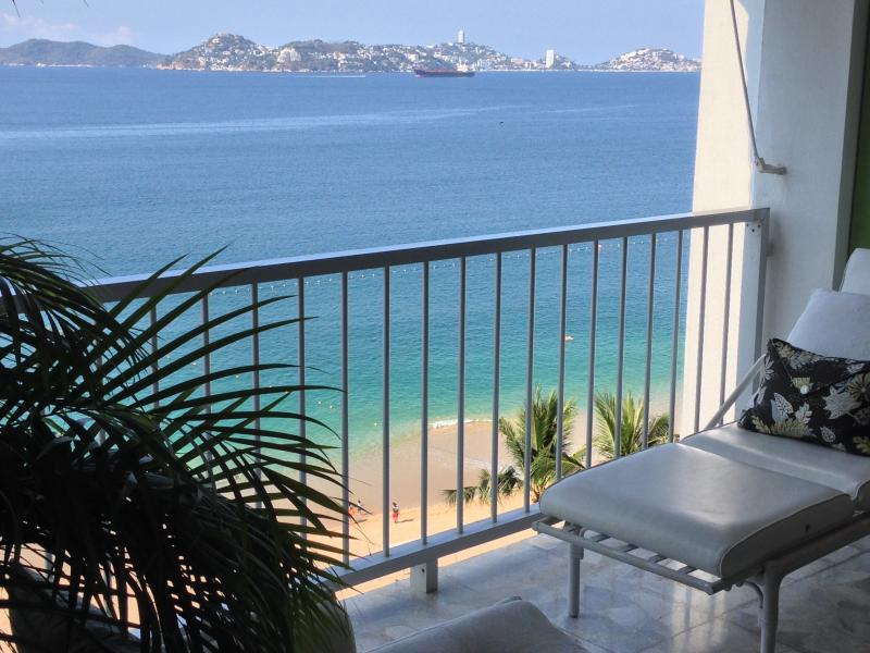 Directly on the Beach - ACAPULCO LUXURIOUS BEACHFRONT  FREE WIFI & PHONE - Acapulco - rentals