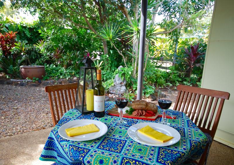 Enjoy an afternoon drink on the patio or have a barbeque while you listen to the birds sing. - Funky Lime Beach Cottage at Burnett Heads - Burnett Heads - rentals