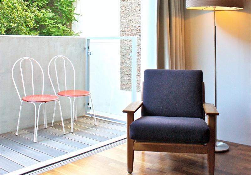 Bedroom adjacent to balcony back yard. - Stylish apartment on quiet A-location in Mitte. - Berlinchen - rentals