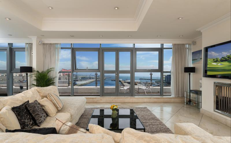 Galway Bay Views throughout - Floor to ceiling windows - The Finest Apartment in Galway-Luxury Penthouse - Galway - rentals