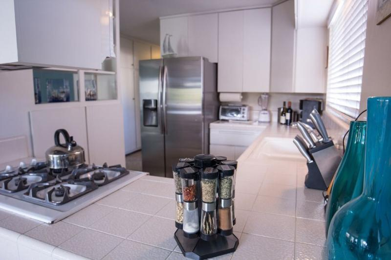 Great Location. Bayfront Retreat. Upper Unit. - Image 1 - Pacific Beach - rentals