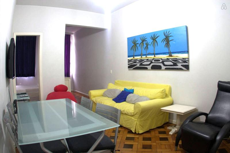 Beautiful 2 bedroom apartment. Great location in the best part of Ipanema! Cod: 2-101 - Image 1 - Itanhanga - rentals