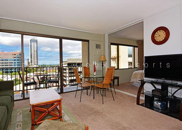 1 bedroom air conditioning, W/D, free parking, WiFi, walk to beach! - Image 1 - Waikiki - rentals