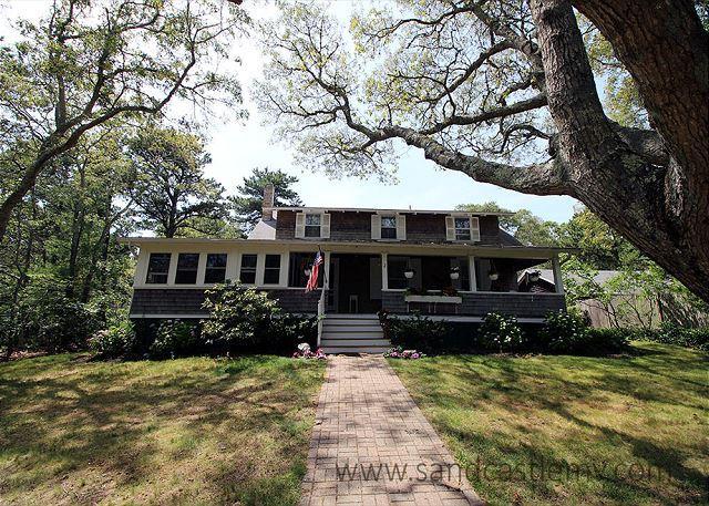 QUINTESSENTIAL VINEYARD SUMMER HOME - Image 1 - Oak Bluffs - rentals
