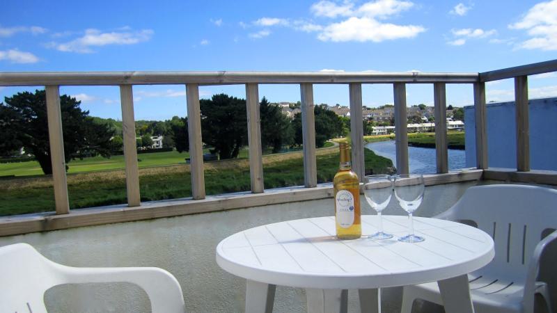 The balcony overlooking the River Camel has superb views - Waterside Wadebridge Riverside Cottage Cornwall - Wadebridge - rentals