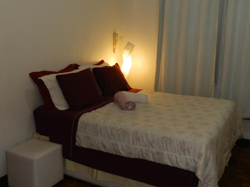 Queen Size Bed - Cama queen - Priviledge Location: side of Lapa, block of beach and subway - Rio de Janeiro - rentals