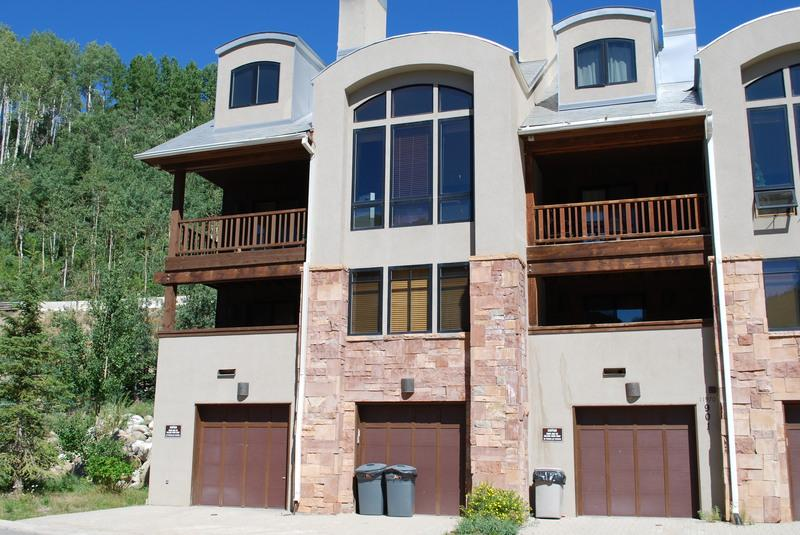 One of only 3 units that have walk-in access from village center. Easy access to slopes from garage entrance. - Crossings Townhome #901 - Solitude - rentals
