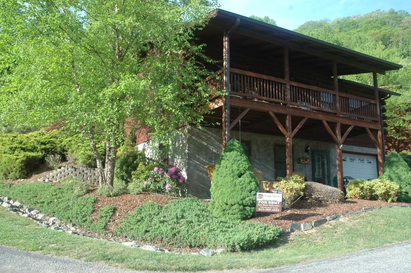 Front of beautifl Maggie's Serenity - FALL/WINTER OPEN DATES, LOCATED ON SKI RESORT MT. - Maggie Valley - rentals