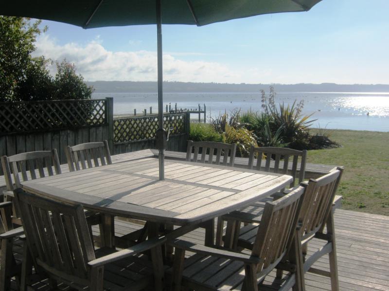 Where nothing comes between you and the lake - Waikuta Lakeside Lodge Rotorua - Rotorua - rentals