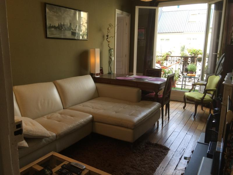 Bed and Breakfast at Domingo Rooms in Beaubourg, P - Image 1 - Paris - rentals