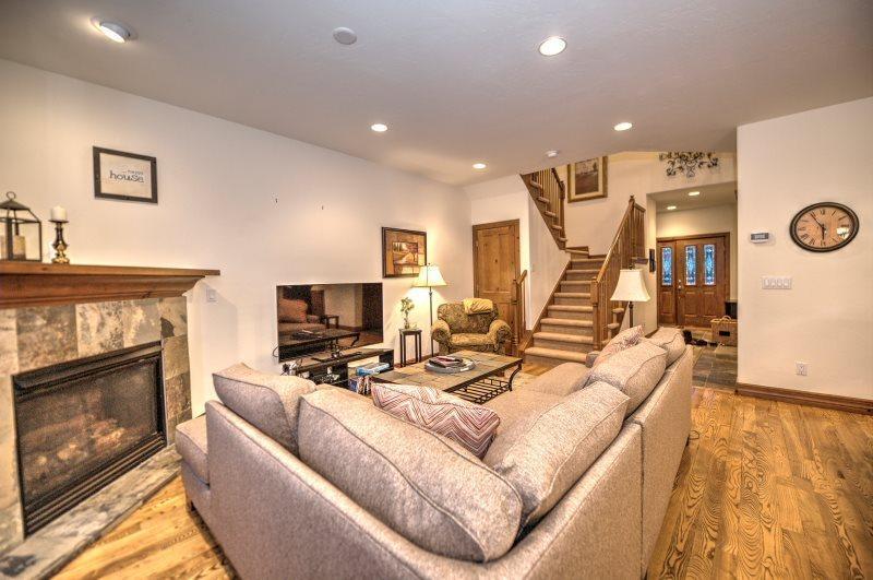 Gorgeous 3 Bedroom Near Jack Nicklaus Golf Course! - Image 1 - Breckenridge - rentals