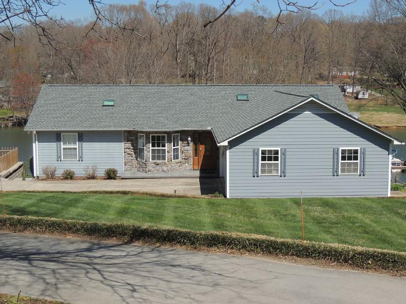 Peaceful Lakefront Living - Only 1 Weekend Left in September.  Book Today!! - Sherrills Ford - rentals