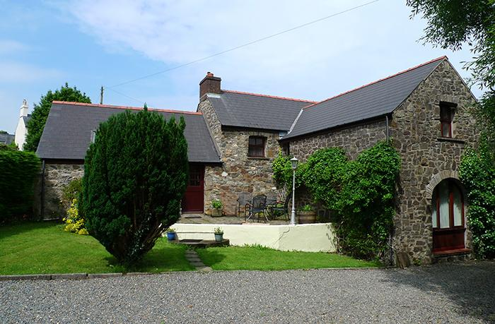 Pet Friendly Holiday Cottage - Smugglers, Nr Aberbach Bay, Dinas - Image 1 - Dinas Cross - rentals