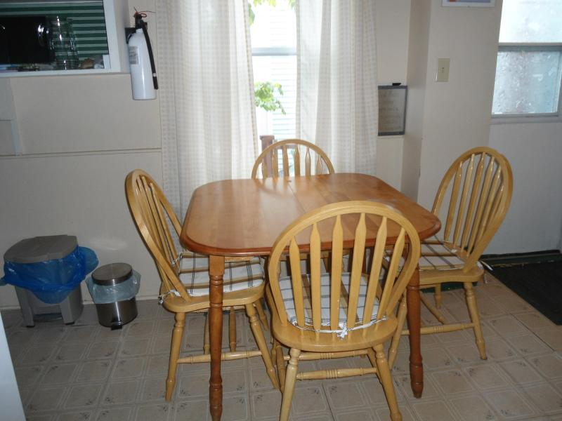 Dining/ kitchen area - Cherry Tree Loft Apartment - Lunenburg - rentals