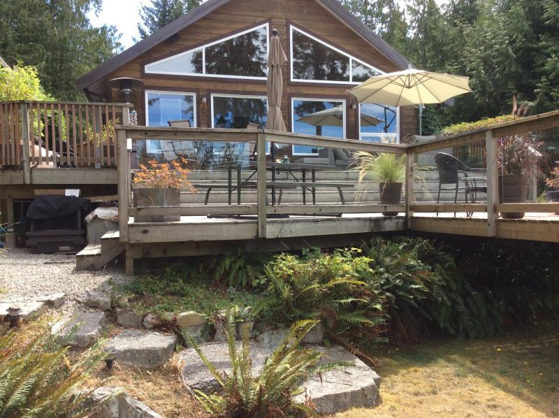 Charming and private - an oasis that makes you know you HAVE LEFT THE CITY! - Charming Mount Daniel View , Pender Harbour BC - Madeira Park - rentals